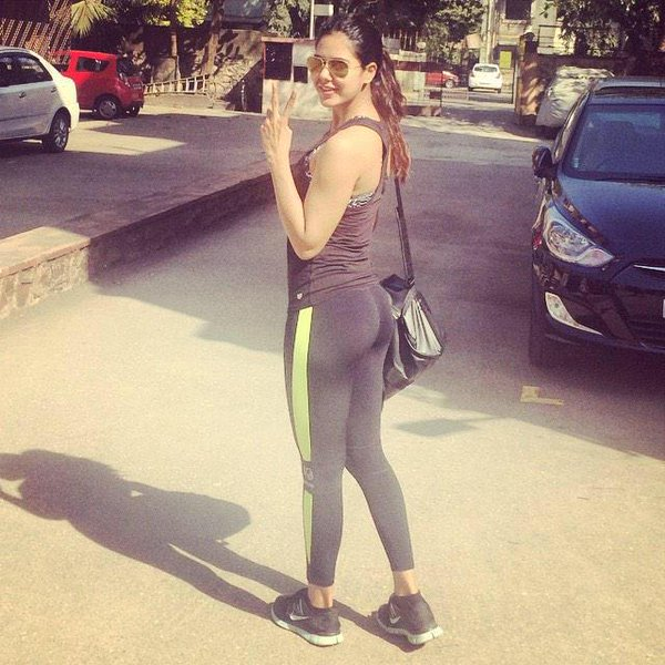Hot Sonam bajwa